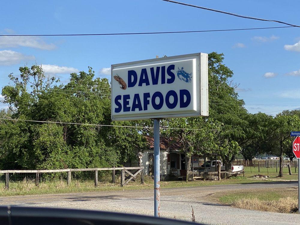 Davis Seafood: 515 Boscoe Hwy, Church Point, LA