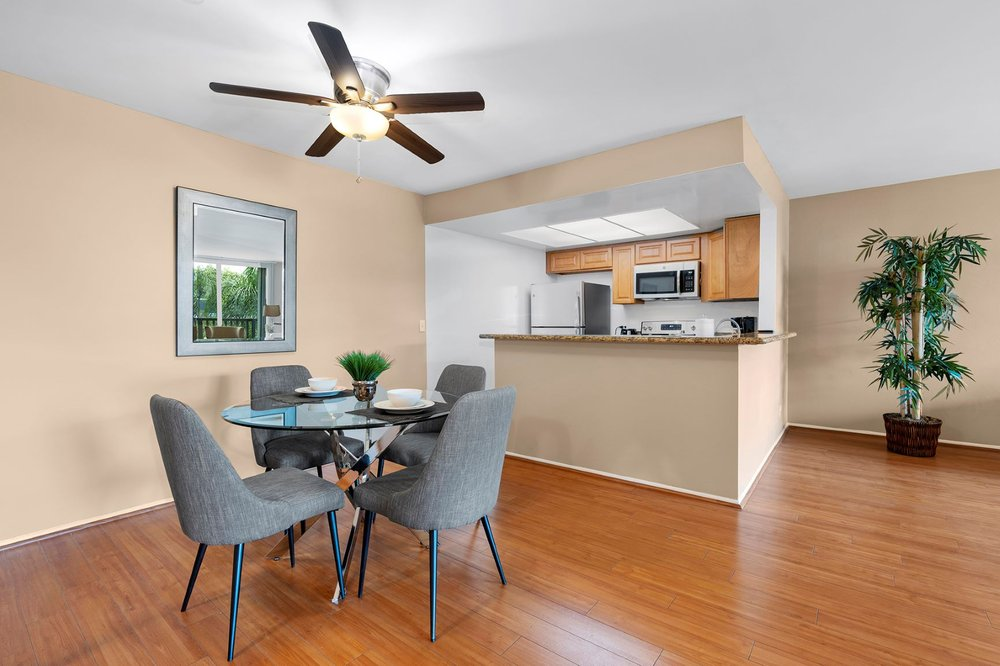 Parkway Plaza Apartments: 6220 Bristol Parkway Dr., Culver City, CA