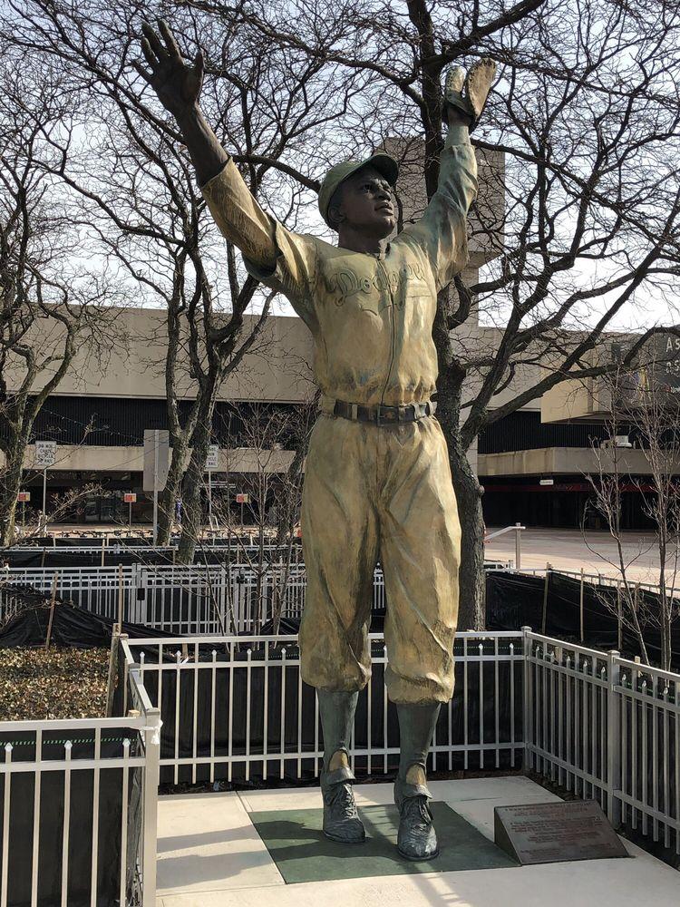 Jackie Robinson Statue: 4 Path Plz, Jersey City, NJ