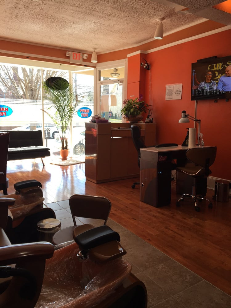 Photo of Happy Feet Nails and Spa: Moorestown, NJ