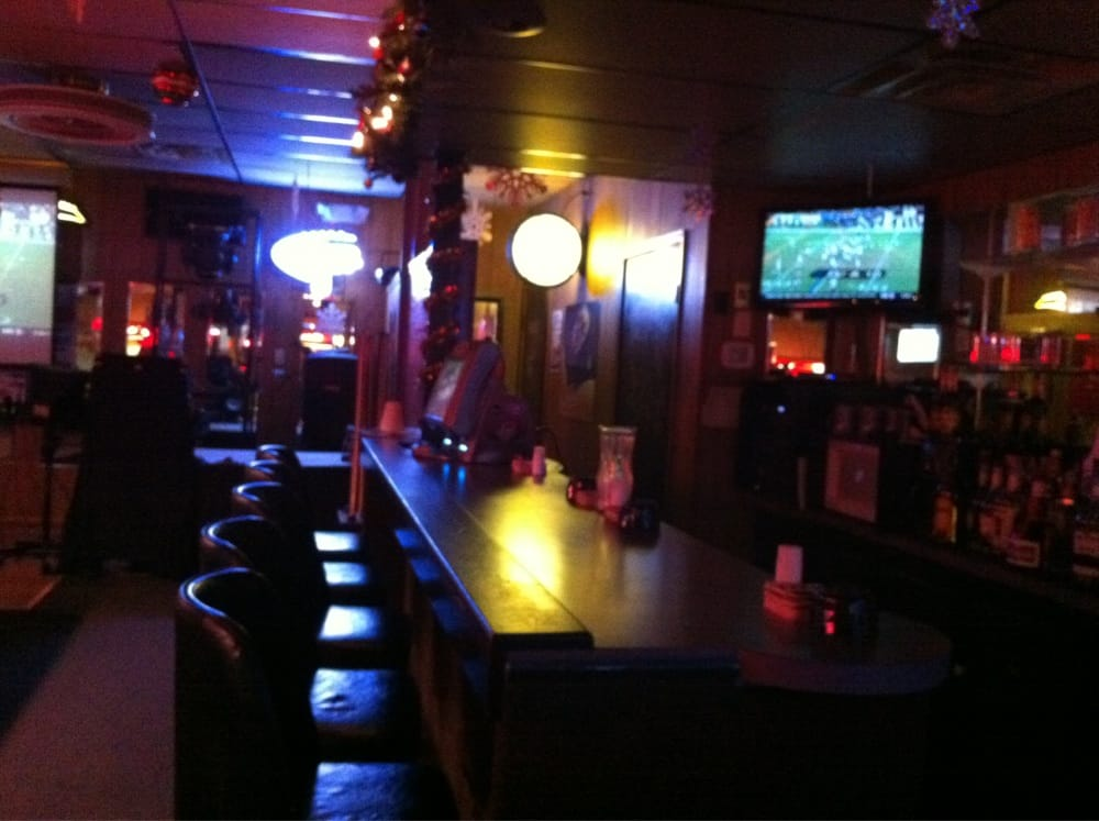 Action Lounge: 832 S Aspen Ave, Broken Arrow, OK
