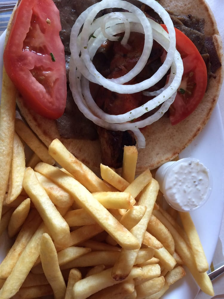 Thanasis Greek Restaurant: 1204 Tecumseh Road E, Windsor, ON