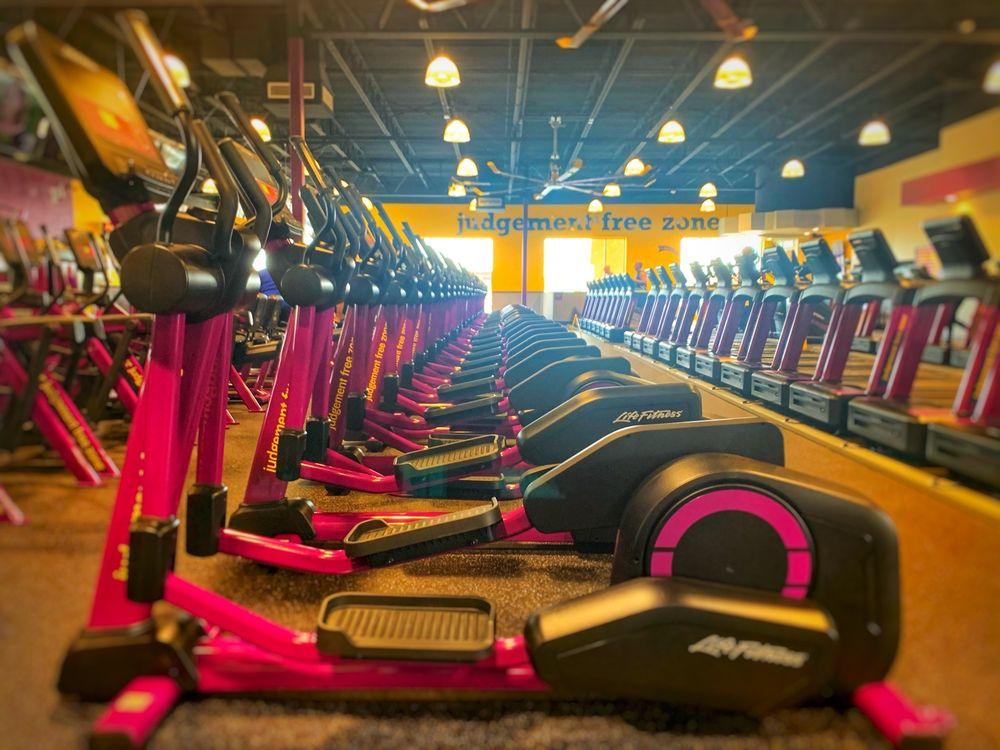 Planet Fitness: 9055 E Las Tunas Dr, Temple City, CA