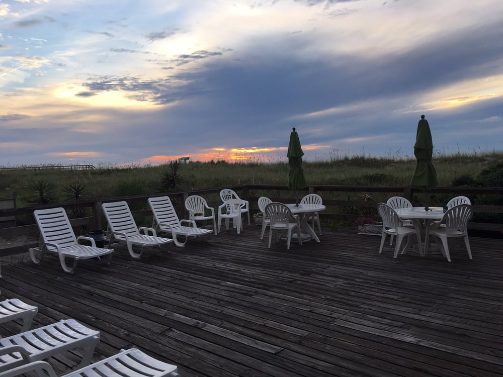 Beach House Inn & Suites: 412 Carolina Beach Ave N, Carolina Beach, NC