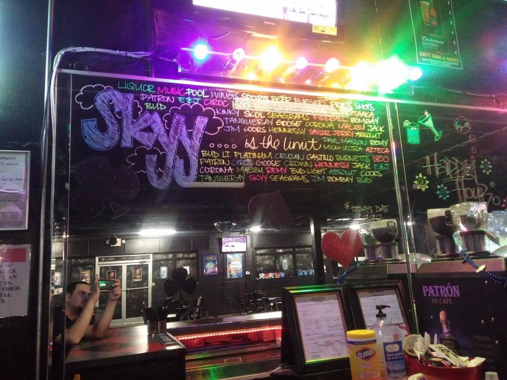 Skyyz Bar & Grill: 179 River Rd, Columbia, TN