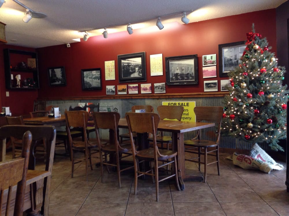 Bradshaws Bistro & Coffee: 311 S Broadway, Salisbury, MO