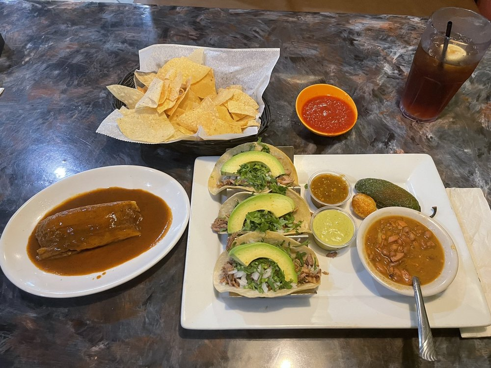 Avocado's Bar & Grill: 405 Industrial Pkwy, Cleveland, MS