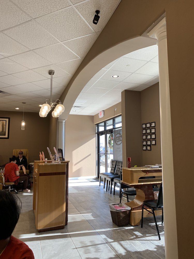 The Nail Lounge: 825 SW 19th St, Moore, OK