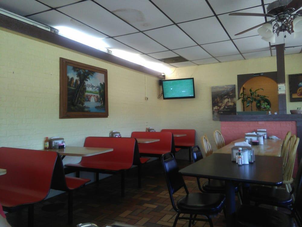 Agave Jalisco Restaurant: 1501 Hwy 77, Odem, TX