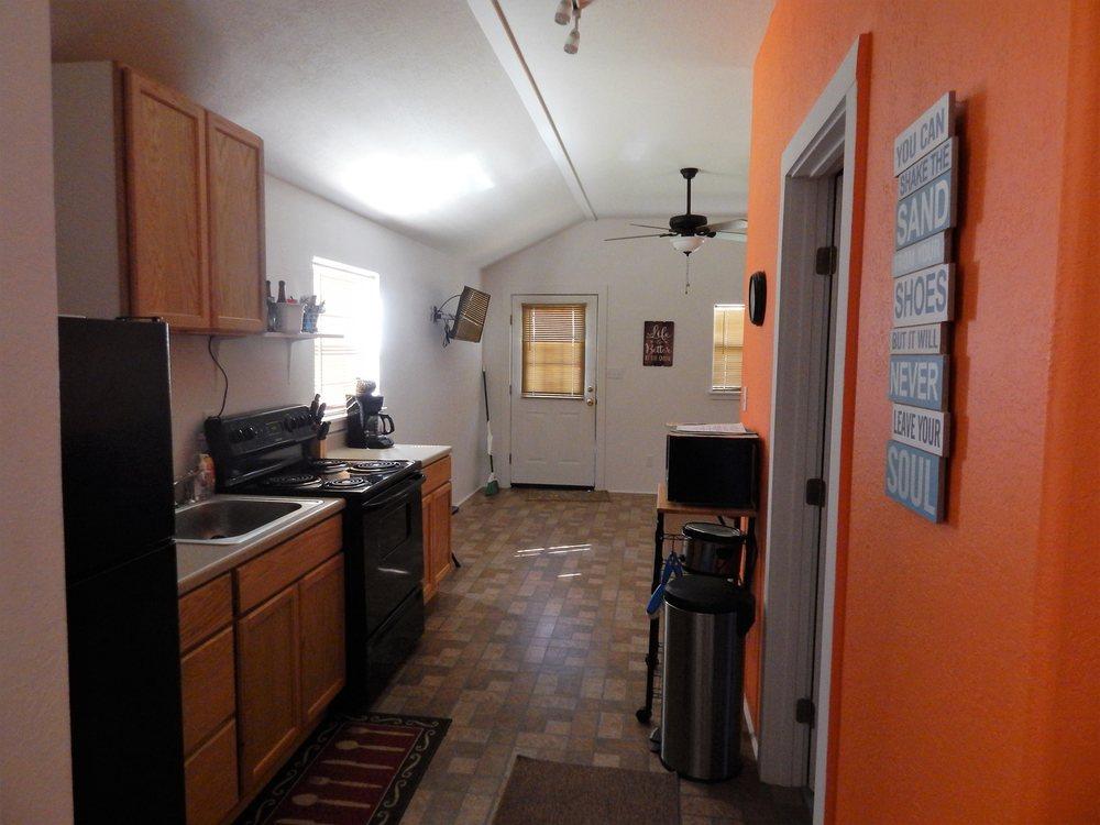 JJB Cabins: 40 Cooks Camp Rd, Matagorda, TX
