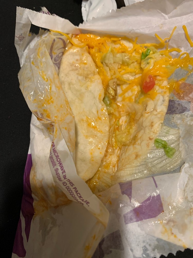 Taco Bell: 1613 Highway 50, Commerce, TX