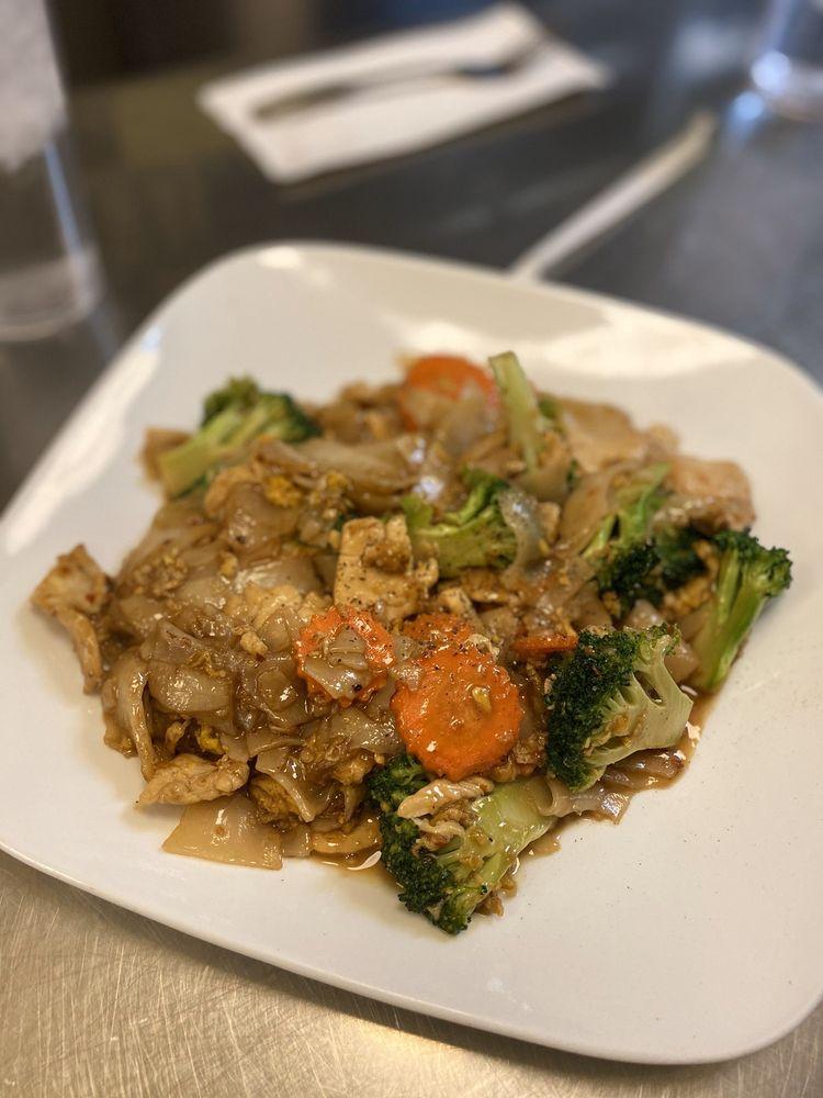 Rachawadee Thai Cafe: 410 W Gates St, Mount Vernon, WA