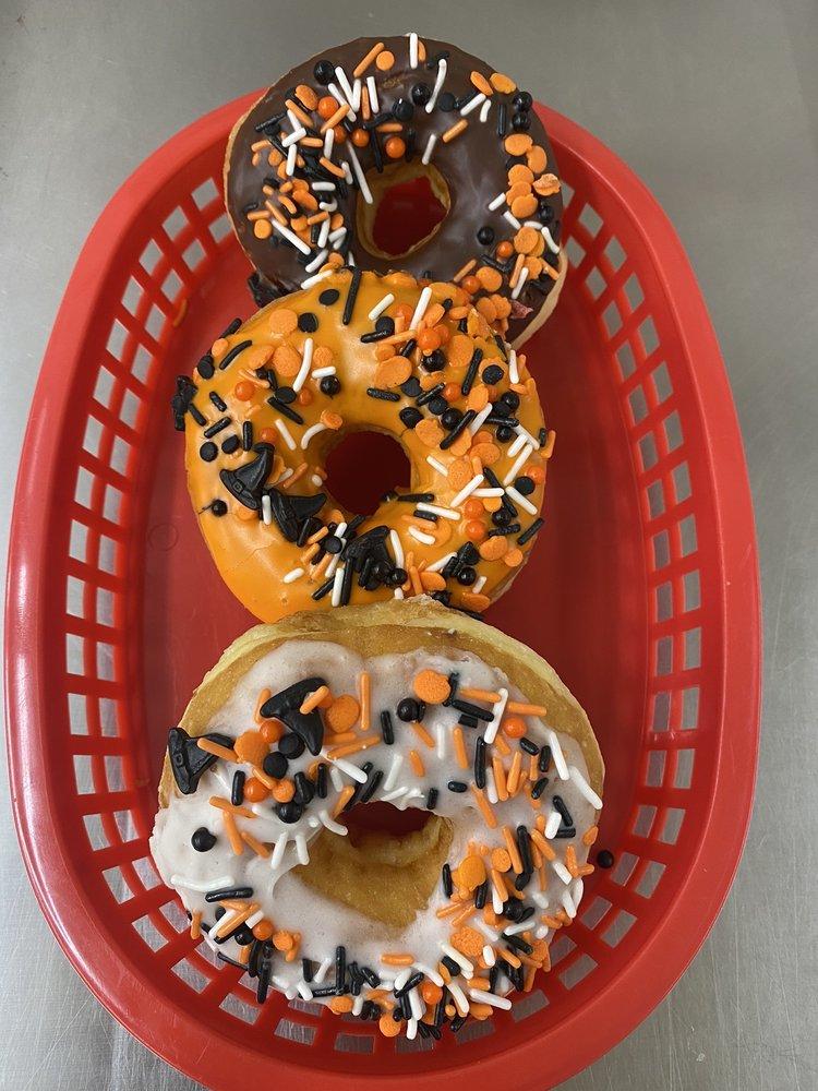Donut Queen: 1501 North Parkerson Ave, Crowley, LA