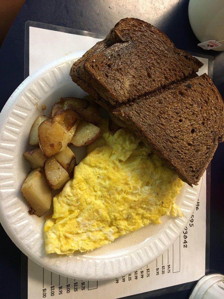 Al  Gauron Luncheonette: 1 Ocean Blvd, Hampton, NH