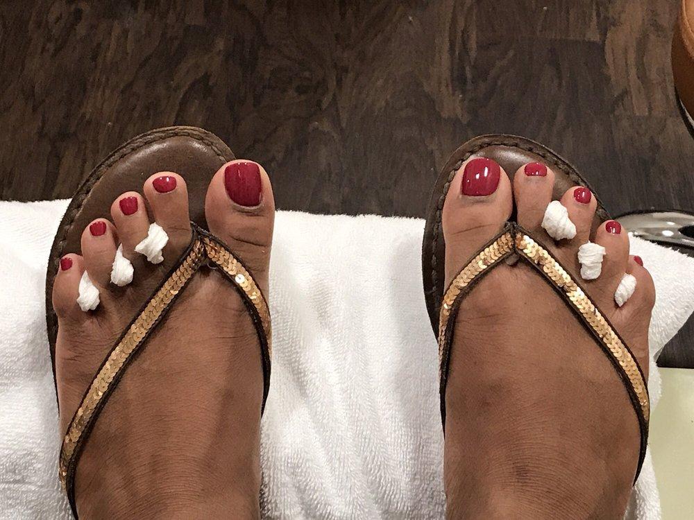 Linh's Nails Salon: 648 Long Point Rd, Mount Pleasant, SC