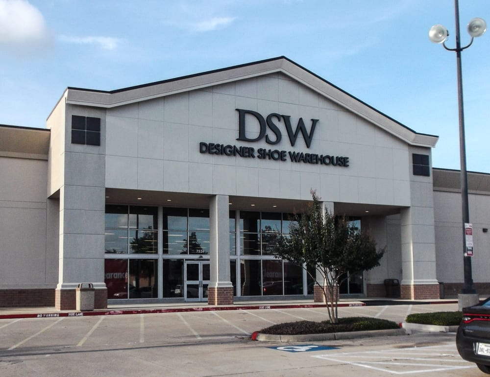 Stores Jobs at DSW SEARCH BY KEYWORD × Send me alerts every days CA, US, Steven's Creek, San Jose Dec 3, accommodation to perform the essential functions of the job should request for accommodations by asking to speak with a Store Manager, District Manager, and Regional Manager, or by contacting Human Resources at HR-DSW.