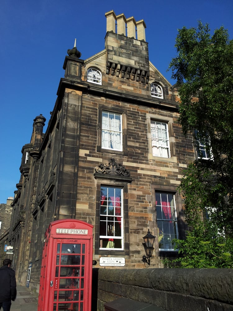 Castle rock hostel 21 photos 17 reviews hostels 15 for 55 buckstone terrace edinburgh