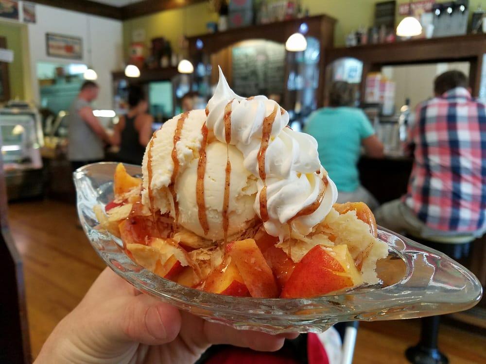Kaitlynn's Deli & Ice Cream Shop: 121 E Broadway St, Brunswick, MO
