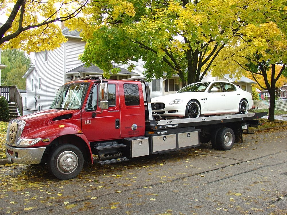 Towing business in Maine, IL