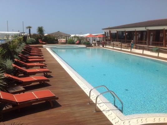 Bagno Lelia - Strandbar - Terrazza della Repubblica 21, Viareggio ...