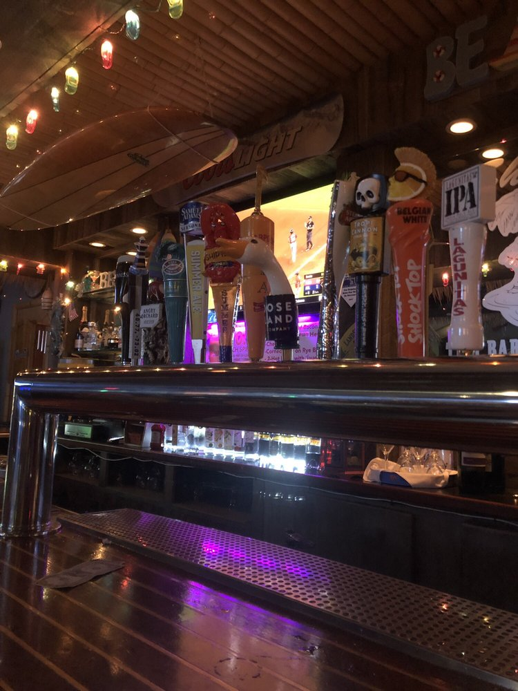 Shooters Tiki Bar and Sports Grill: 2109 Wantagh Ave, Wantagh, NY