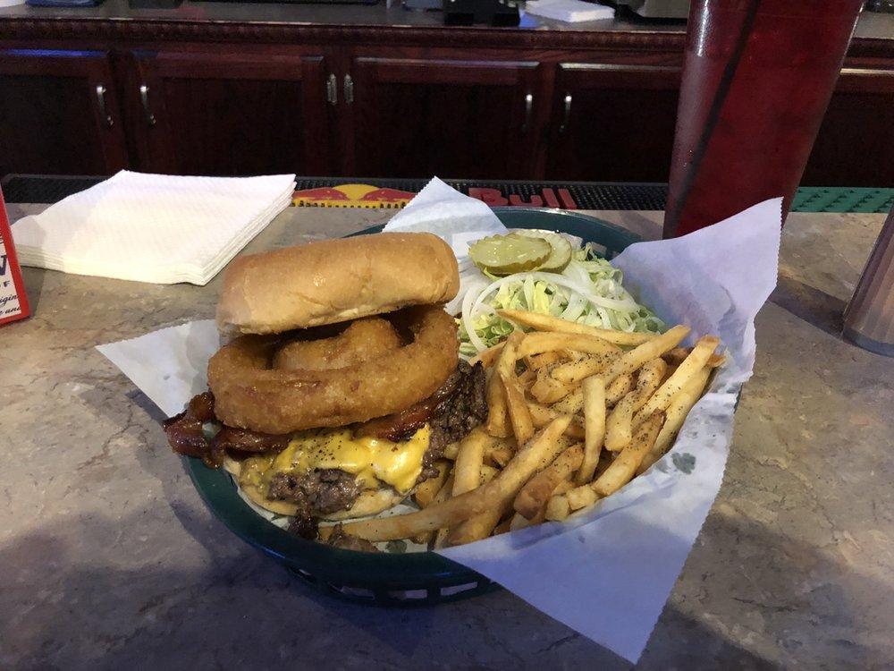 JDub's Hangout Bar And Grill: 15408 S 2nd St, Bennington, NE