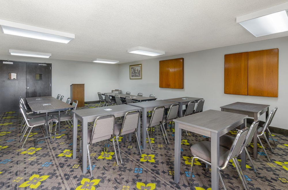 Quality Inn: 85 Airport Rd, Hillsville, VA