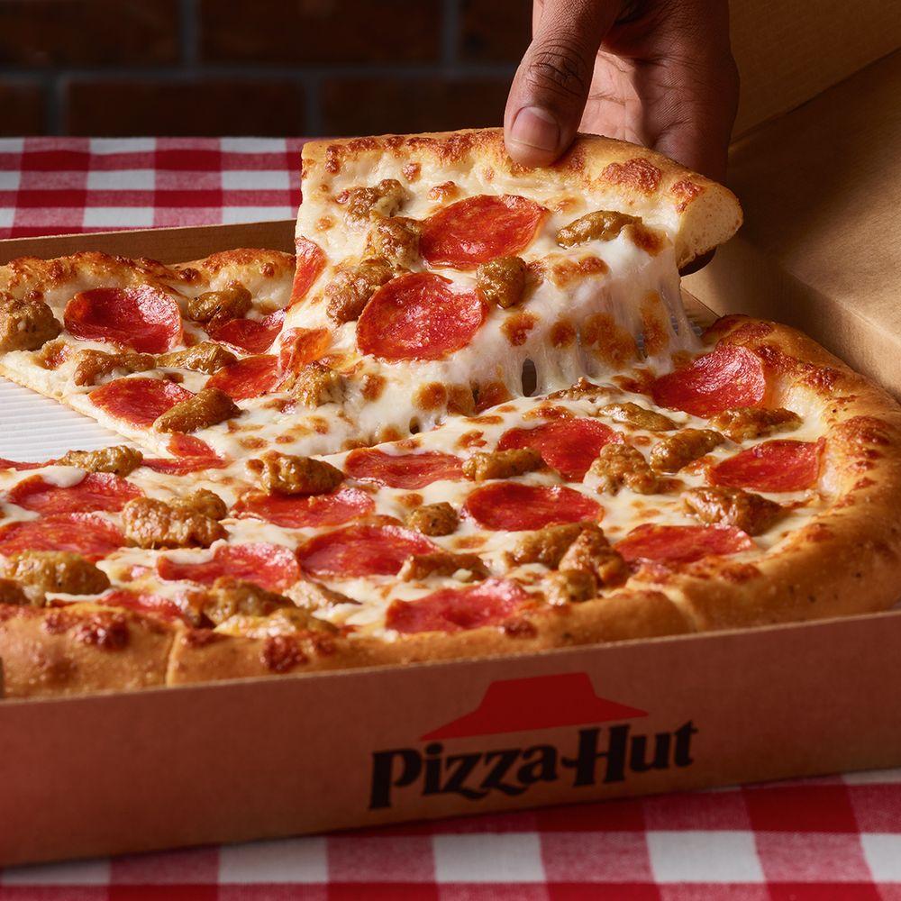 Pizza Hut: 900 W 2nd St, Clarendon, TX