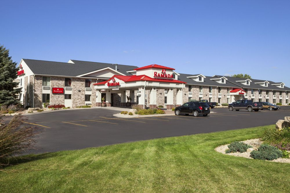 Ramada wisconsin dells 28 photos 12 reviews hotels for Cheap cabins in wisconsin dells