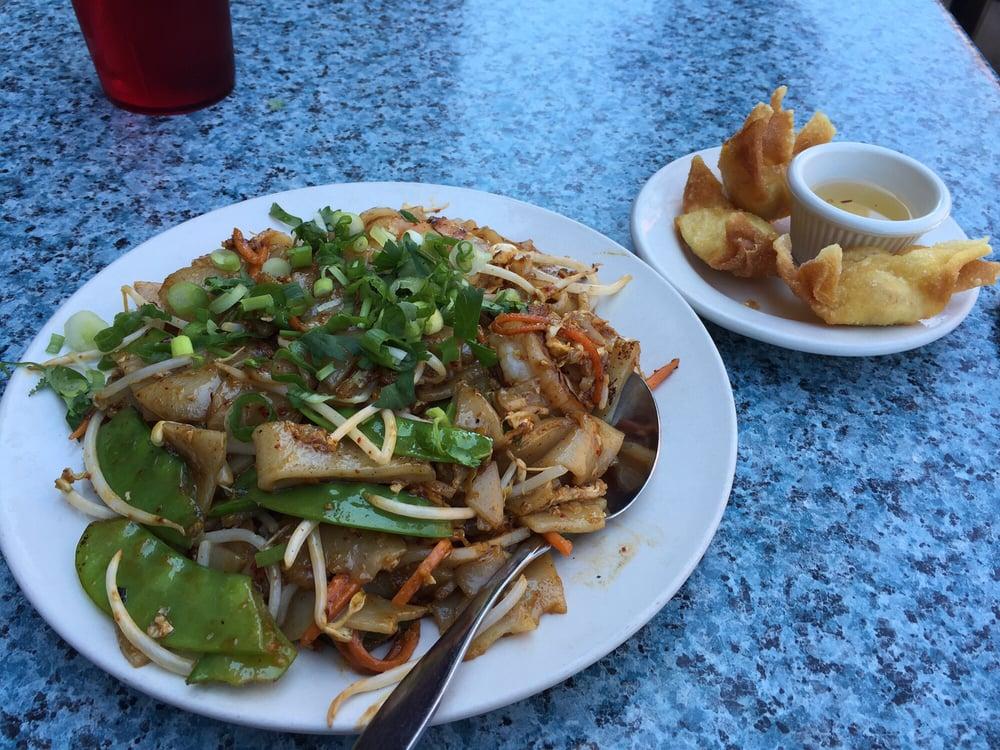 Thai Food Near Lakeview