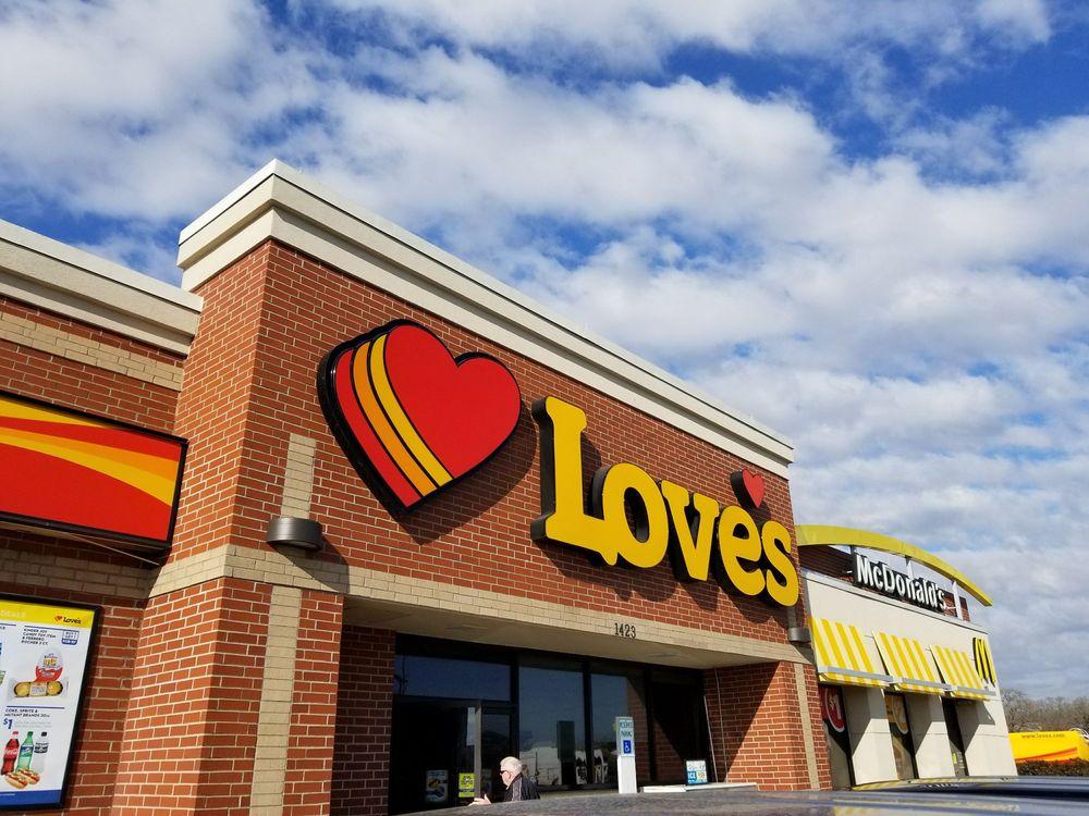 Love's Travel Stop: 1423 N Market St, Hearne, TX