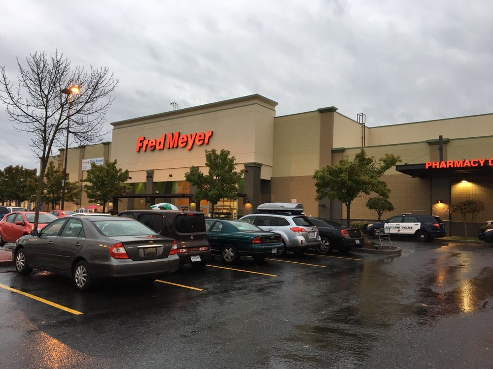 Fred Meyer 25 Photos 85 Reviews Department Stores 7404 N