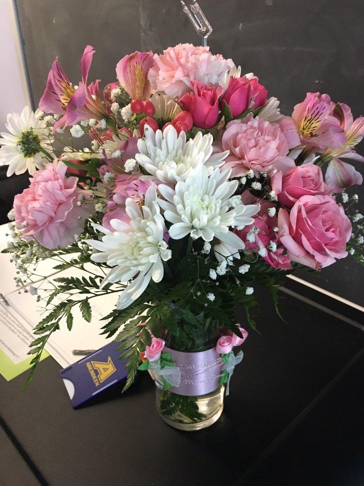 Dee's Flowers & Gifts: 2A South Philadelphia Blvd, Aberdeen, MD