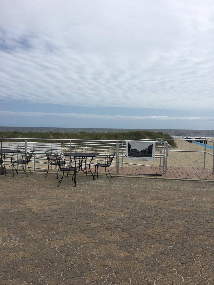 Hula Grill: Ocean Ave & Brinley Ave, Bradley Beach, NJ