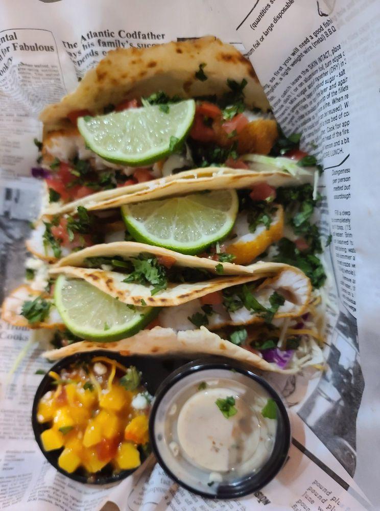 Landshark Seafood & Oyster Bar: 3299 Main St, Cottondale, FL