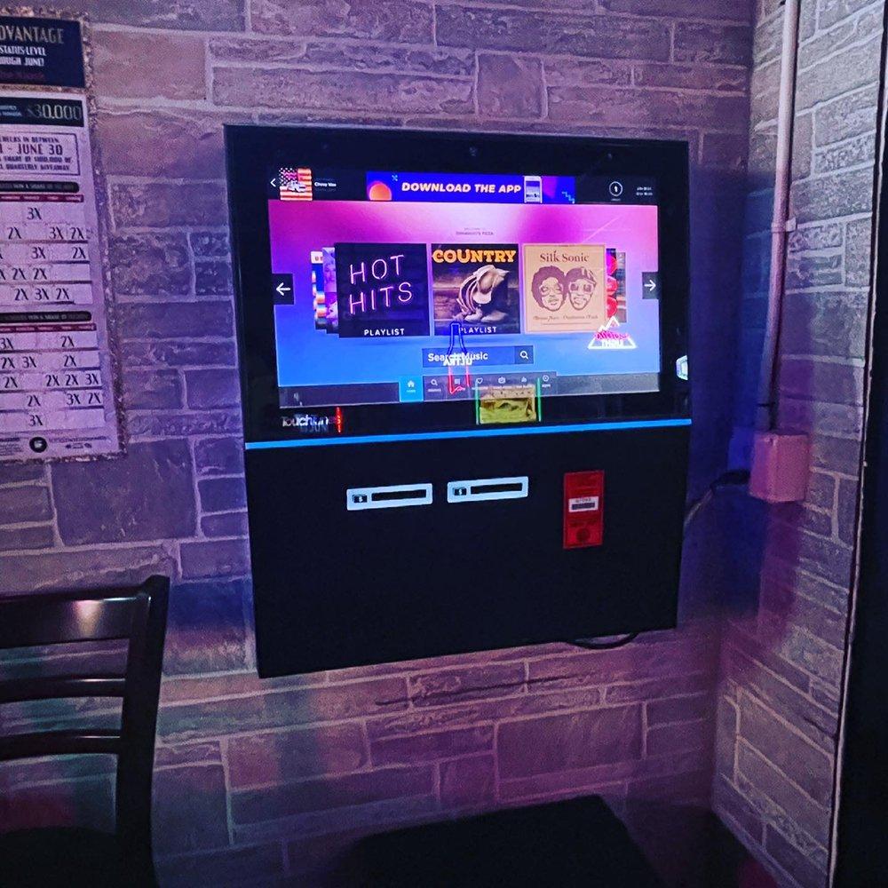 DiMaggio's Pizza Sip•Spin•Win: 808 Broadway, Highland, IL