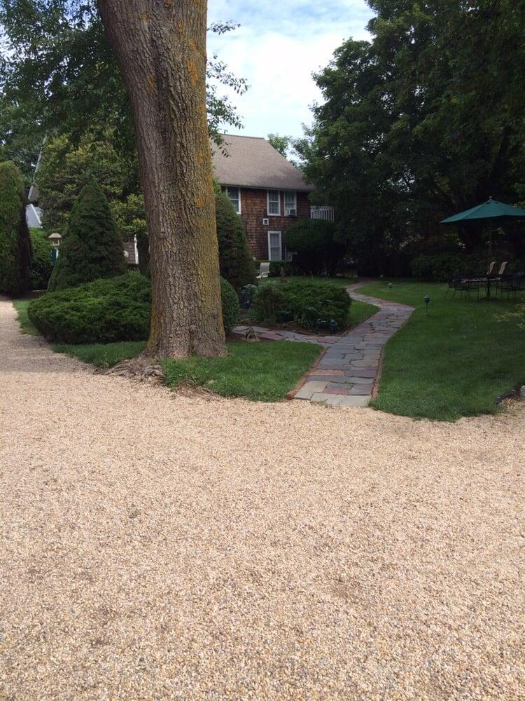 Gansett Green Manor: 273 Main St, Amagansett, NY