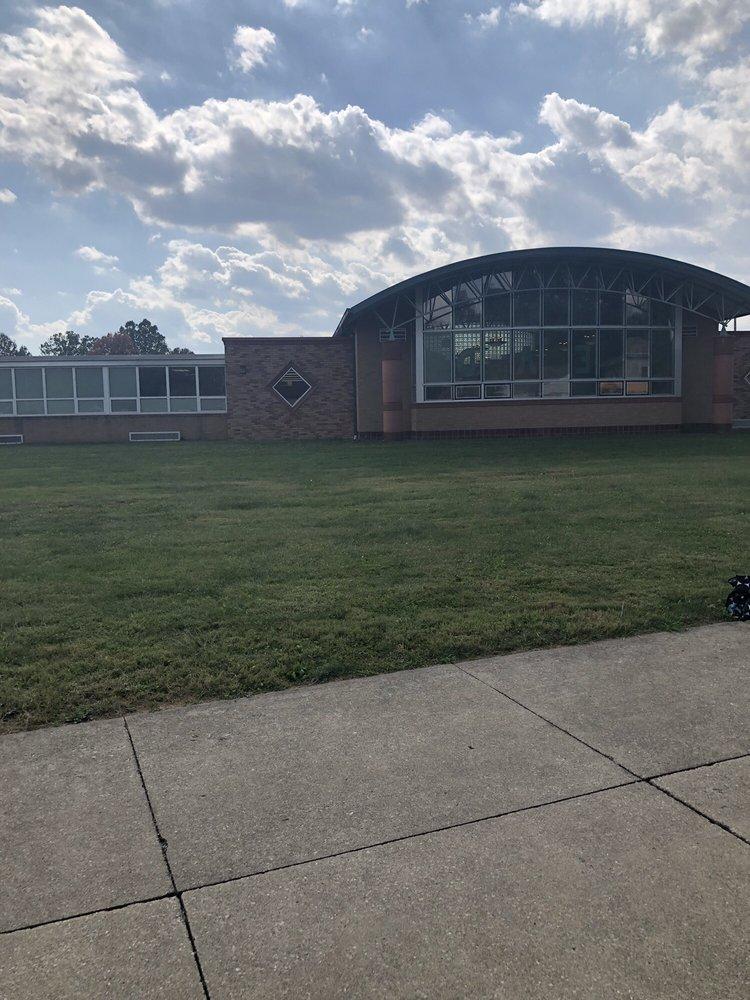 Claymont Elementary: 1200 Eastport Ave, Uhrichsville, OH