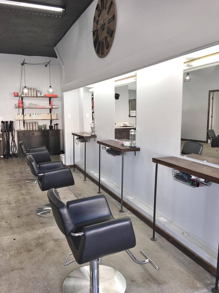 The Avenue Barbershop and Salon: 101 N Park Ave, Herrin, IL