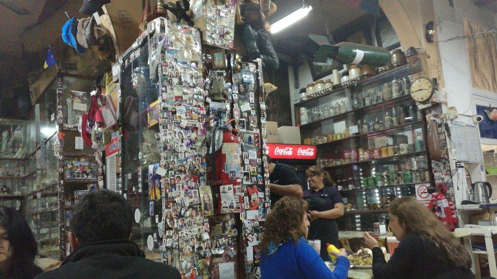 Decoracion Interna Llena De Fotos Tamano Carnet Y Rayados De