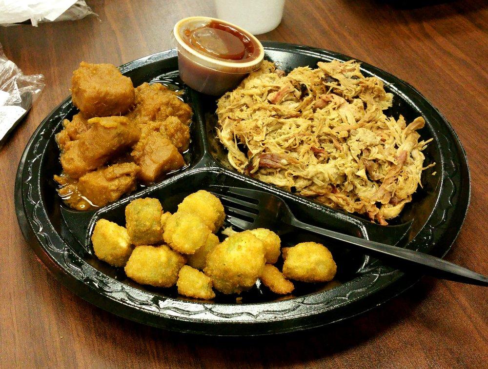 Mike's BBQ House: 5442 Cliff Gookin Blvd, Tupelo, MS