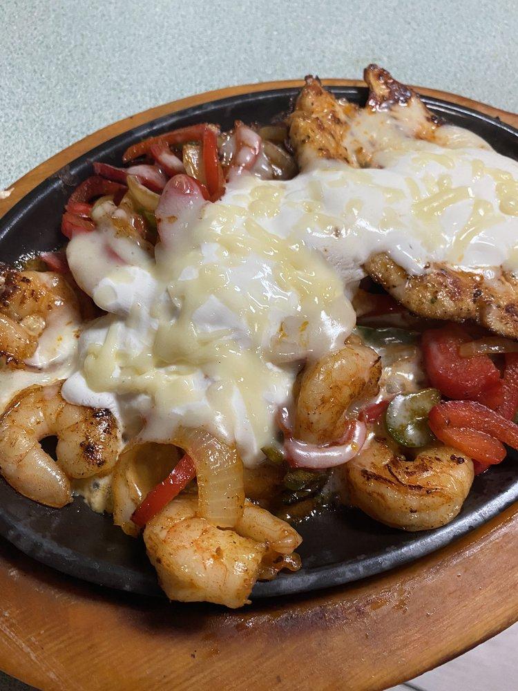 El Centenario Mexican Grill&Bar: 205 River Bend Dr, Pennington Gap, VA