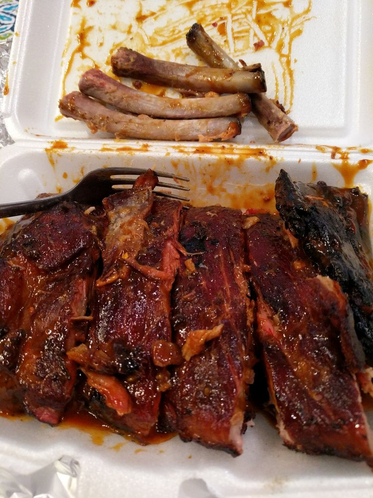 Rodgers Real BBQ: 1400 Rahway Ave, Avenel, NJ