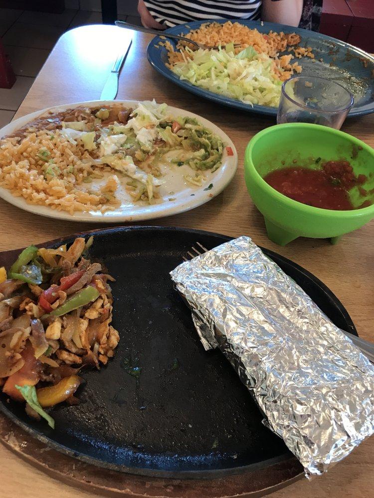 El Gallito Mexican Restaurant: 300 W Main St, Albion, IL