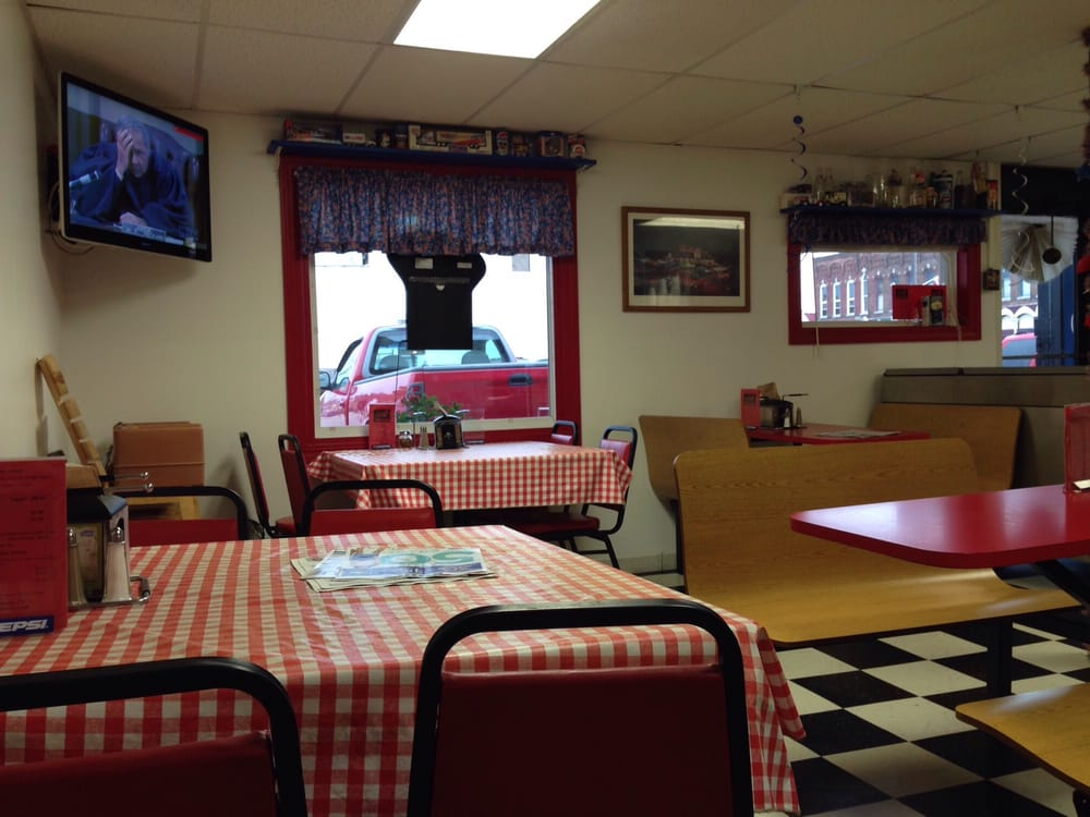 Danny J's Pizza: 107 N Market St, Thorntown, IN