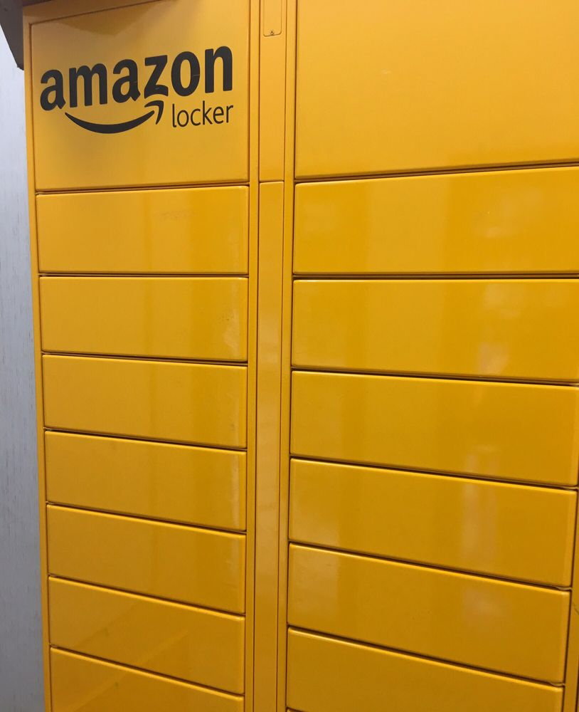 first time using or seeing an amazon locker yelp. Black Bedroom Furniture Sets. Home Design Ideas