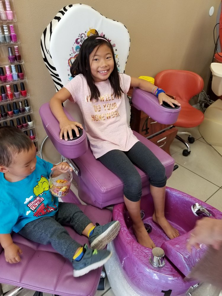 The Look Nails & Spa: 410 N Lakeview Ave, Anaheim, CA