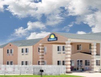 Days Inn by Wyndham Butler: 100 South Fran Avenue, Butler, MO