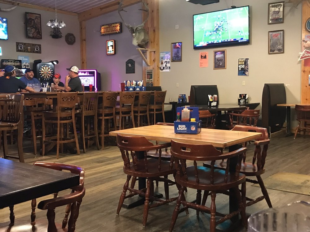 Dakota Haus Bar & Grill: 135 Main St, Hoven, SD