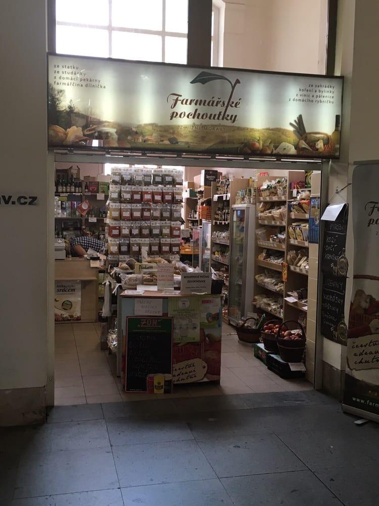 Farmářské pochoutky: Vestibul vlakového nádraží Brno, Brno, JM